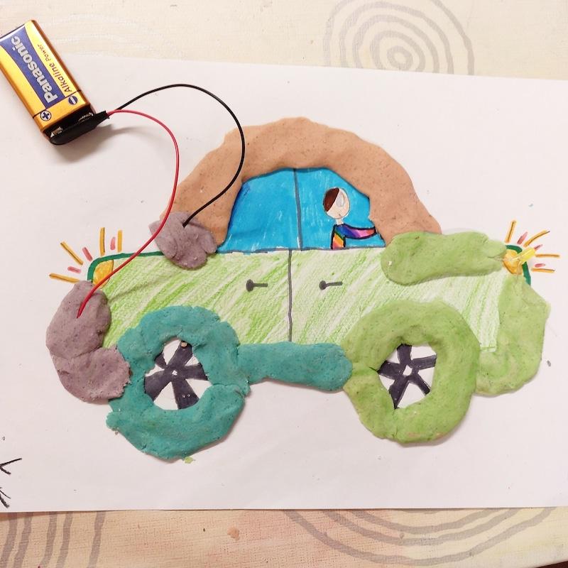 coche con pastilla conductiva