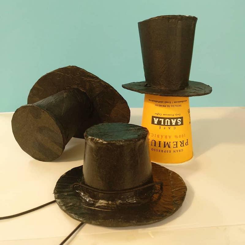 mini sombrero de copa alta